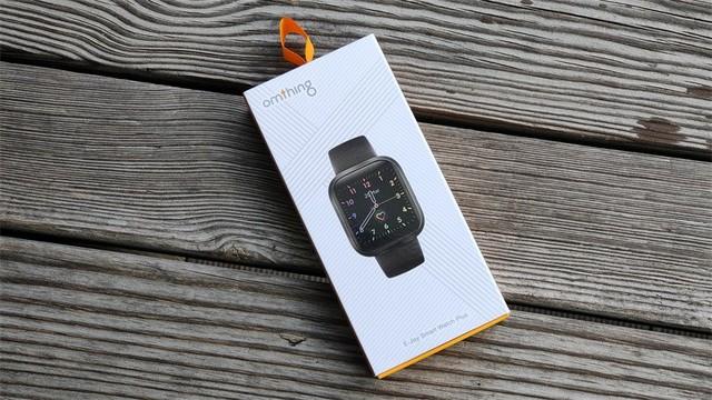 实用实惠时尚,omthing简悦全触屏智能手表