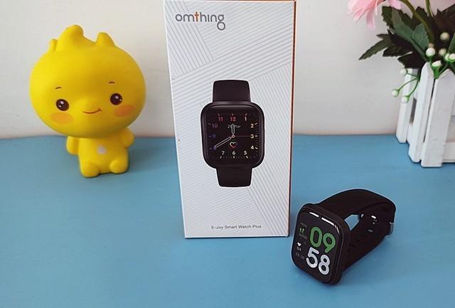 时刻关注体温的omthing简悦全触屏智能手表体验